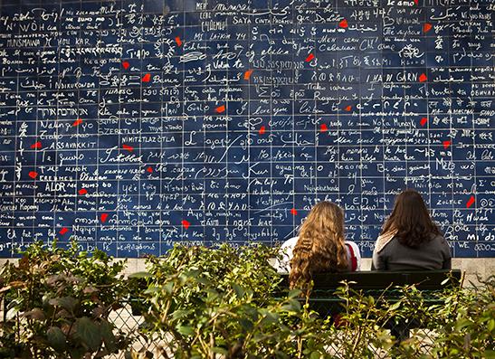 Париж: Стена любви