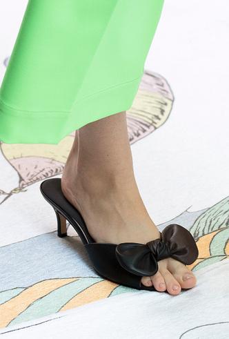 Фото №28 - Полный гид по самой модной обуви для весны и лета 2020