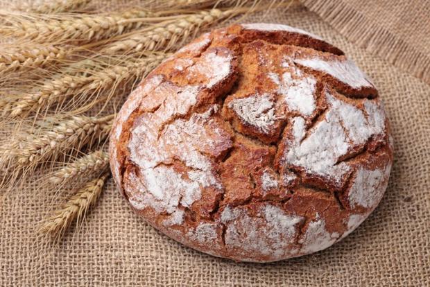испечь черный хлеб