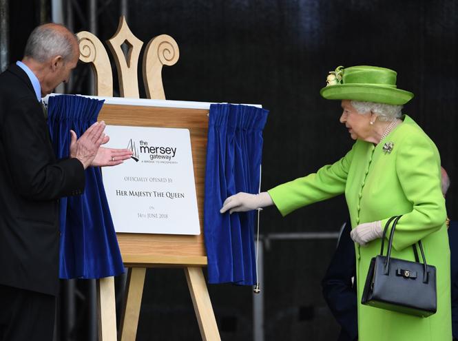 Фото №7 - Меган Маркл и Елизавета II прибыли в Чешир на первое в жизни совместное мероприятие