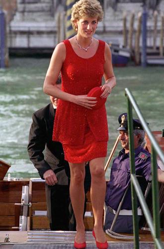 Фото №15 - 60 красных нарядов: как принцесса Диана носила любимый цвет