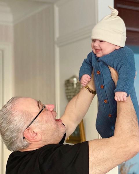 Фото №1 - Евгений Петросян показал полугодовалого сына