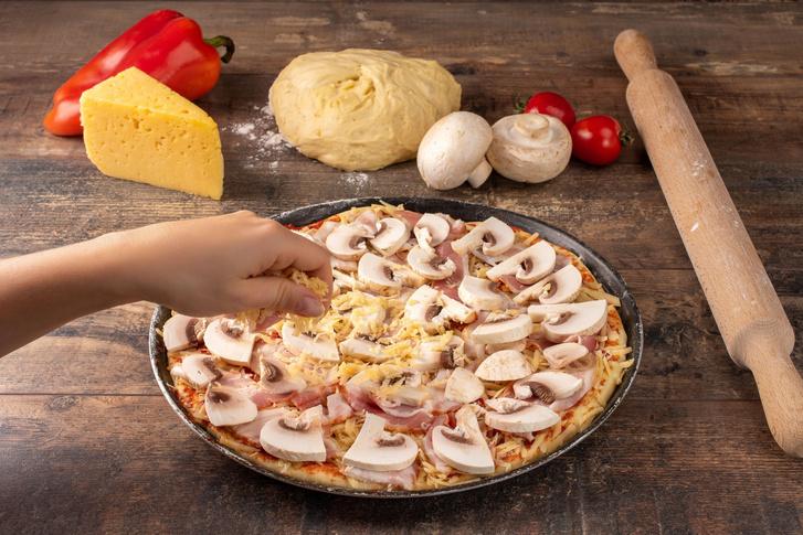 Фото №2 - Пицца в духовке: 2 простых и вкусных рецепта