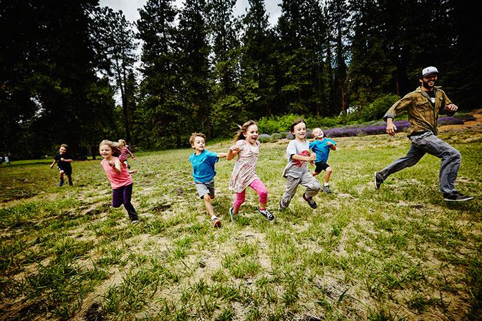 Фото №1 - Не надо стесняться: 10 эффективных упражнений для застенчивых малышей