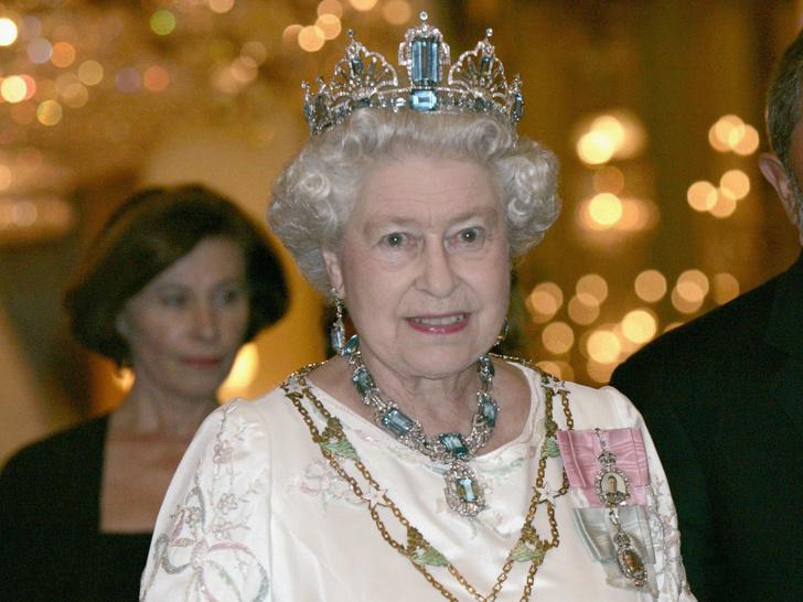 Фото №2 - От брошей до тиар: как королевские особы носят аквамарины