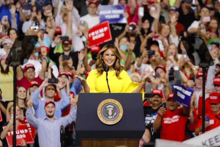 Фото №2 - Большая разница: как менялся стиль Мелании Трамп во время президентских кампаний мужа