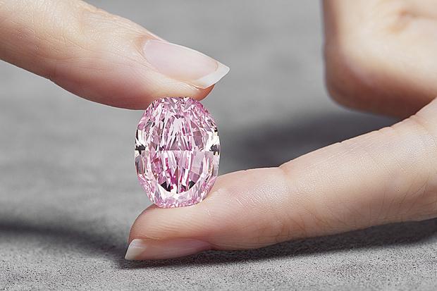 Фото №3 - История одного драгоценного камня: крупнейший в мире розовый бриллиант «Призрак розы»