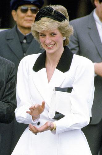 Фото №8 - Как королевские модницы носят широкие ободки (и где искать похожие)