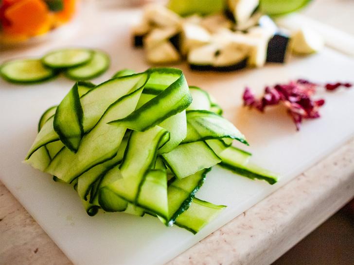 Фото №11 - 10 мужских кухонных лайфхаков с овощечисткой