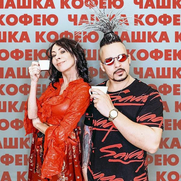 Фото №2 - 54-летняя Марина Хлебникова после обвинений в зависимости обнадеживает свежестью лица, но пугает сухостью рук