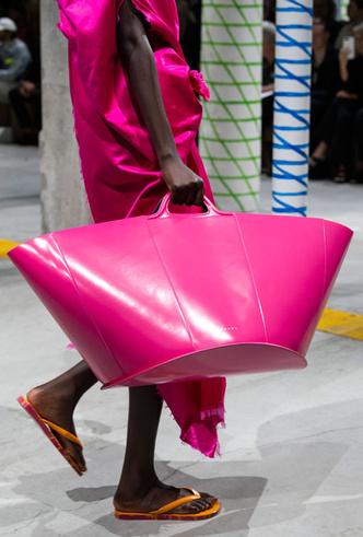 Фото №31 - Самые модные сумки весны и лета 2020