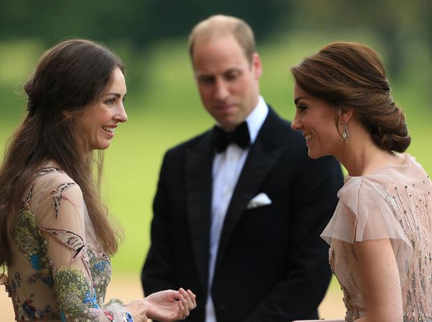Фото №1 - Почему принц Уильям хочет помирить герцогиню Кейт с ее «соперницей»