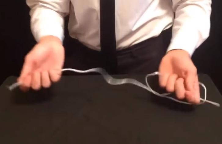 Фото №1 - Фокус: как завязать узел одним движением