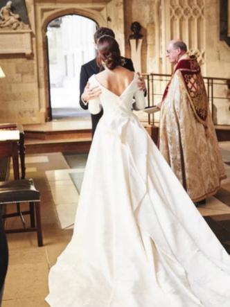 Фото №3 - «Счастливые воспоминания»: как беременная принцесса Евгения поздравила мужа с годовщиной