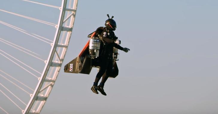 Фото №1 - Полёты на реактивных ранцах над Дубаем (видео)
