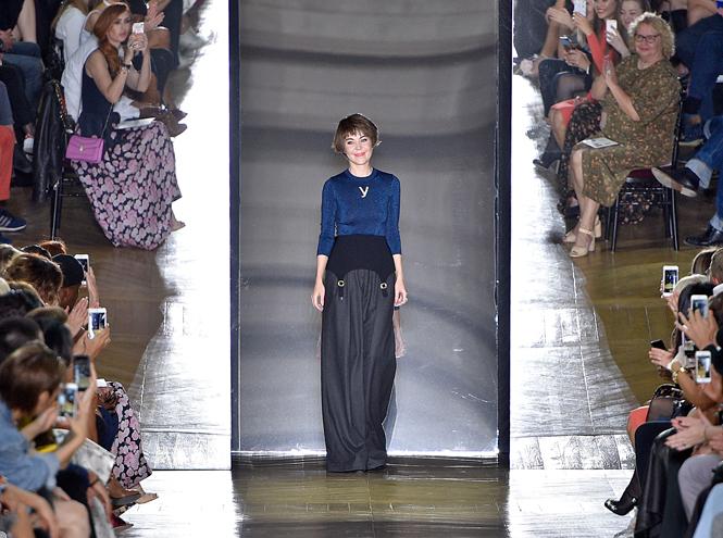 Фото №1 - Ретро-шик: коллекция Ulyana Sergeenko на парижской Неделе высокой моды