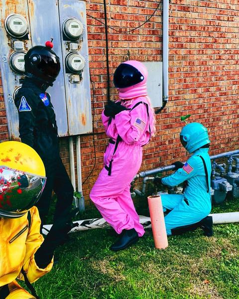Фото №7 - Among Us: 20 фантастических костюмов на Хэллоуин для космонавтов и предателей