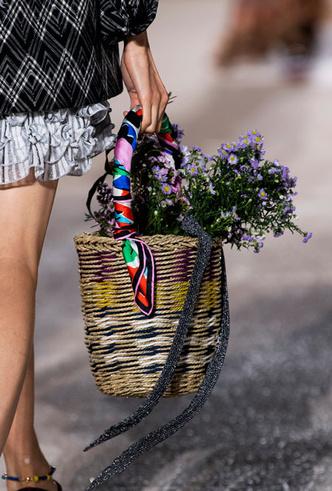 Фото №40 - Самые модные сумки весны и лета 2020