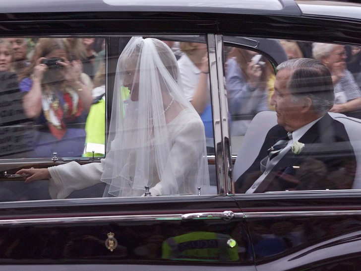 Фото №10 - Папины дочки: самые трогательные фото королевских невест с отцами