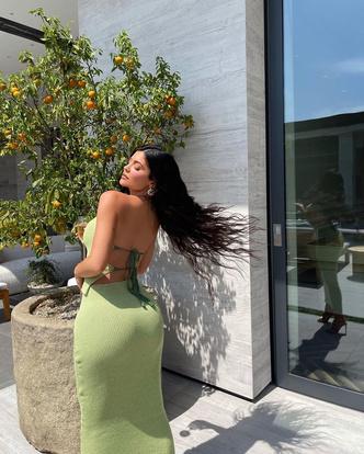 Фото №3 - Кайли Дженнер вдохновляет: покупаем фисташковое платье и еще 5 вещей в этом цвете