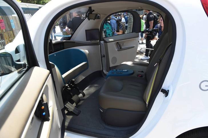 Фото №1 - Покорность машин: 10 фактов о беспилотных автомобилях