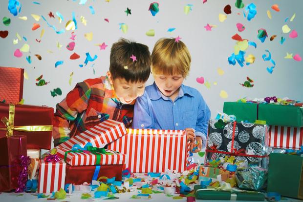 Фото №2 - Что подарить ребенку на Новый год: 30 идей на любой возраст