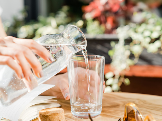Фото №1 - Живая вода: зачем обогащать воду магнием