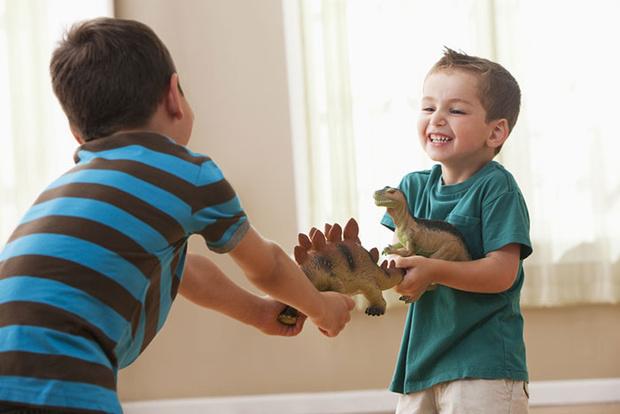 Фото №2 - Давай меняться: как научить ребенка правилам обмена