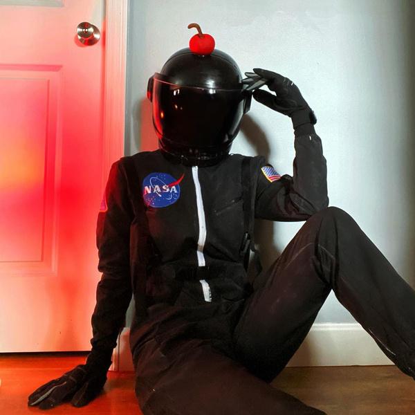 Фото №14 - Among Us: 20 фантастических костюмов на Хэллоуин для космонавтов и предателей