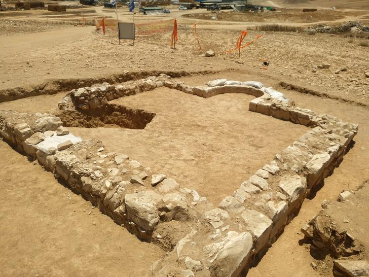 Фото №1 - В Израиле обнаружена одна из древнейших мечетей в мире
