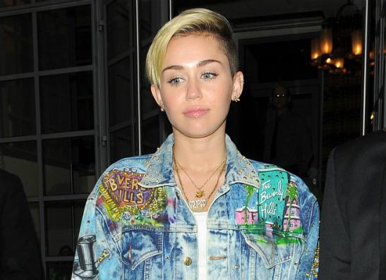 Фото №1 - Майли Сайрус отдала одежду Лиама Хемсворта на благотворительность