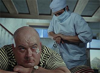 Фото №14 - Сколько сцен сейчас можно вырезать из любой киноклассики: на примере «Кавказской пленницы»