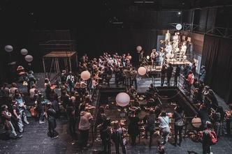 Фото №2 - Молодежные театры, которые заставят тебя полюбить спектакли больше, чем фильмы 🎭
