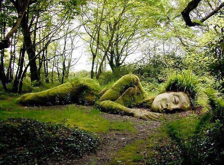 Фото №1 - Живая статуя, которая преображается в разные времена года