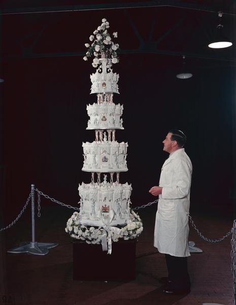 Фото №7 - Сладко: свадебные торты на королевских свадьбах