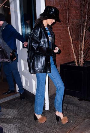 Фото №10 - Как носить кожаный жакет из 90-х: лучшие сочетания сезона