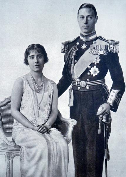 Фото №2 - Было – стало: как изменились официальные помолвочные портреты Виндзоров за 95 лет