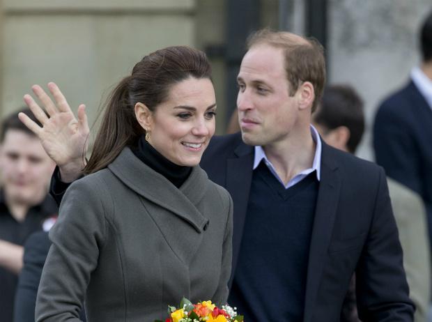 Фото №2 - Самые нелепые рождественские подарки Королевской семье