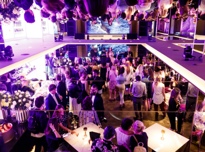 Фото №1 - Саша Савельева, Елена Темникова и другие звезды на вечеринке Carolina Herrera
