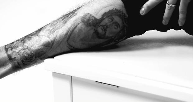 Фото №2 - Все, что надо знать о татуировках Джастина Бибера