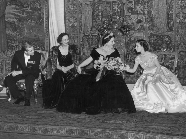 Фото №4 - Без компромиссов: что не поделили принц Филипп и королева-мать
