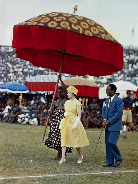 Фото №3 - Виндзорские зонтики: королевский способ спрятаться от дождя
