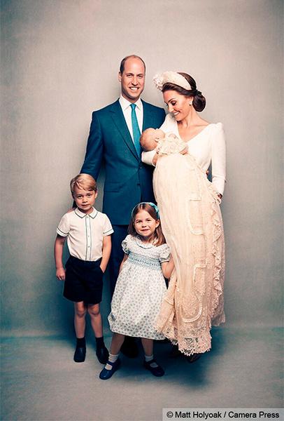 Фото №3 - Просто «ах!»: малыши Кембриджи, Кейт, Меган и остальные в официальной фотосессии с крестин