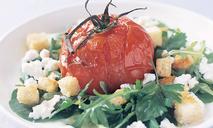 Помидоры-пашот с козьим сыром