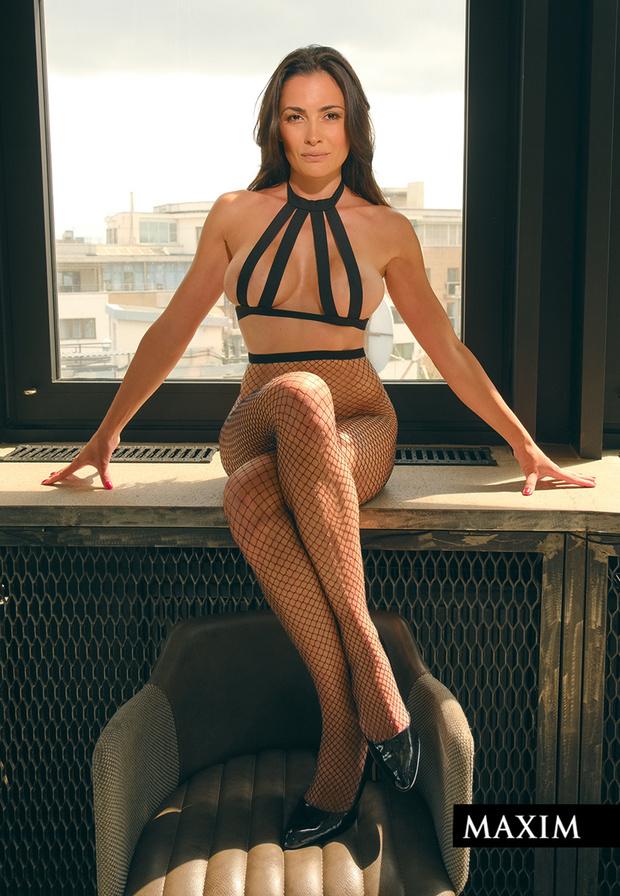 Фото №5 - Соседка сверху. Актриса Виктория Полторак в фотосессии MAXIM