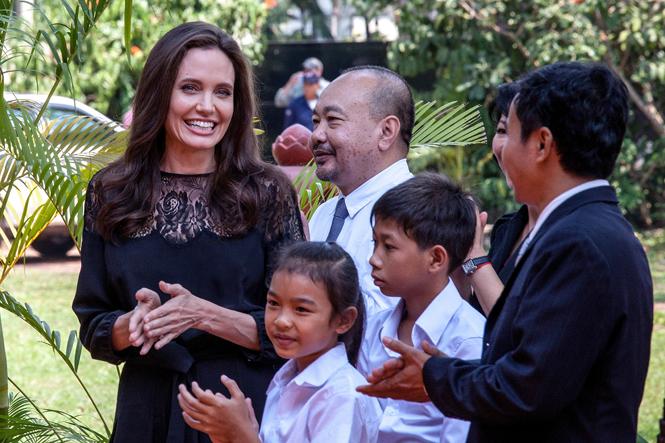 Фото №14 - Анджелина Джоли начинает удивлять
