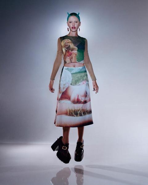 Фото №9 - Юбка-манифест: почему новое фото Беллы Хадид— это совсем не про фэшн