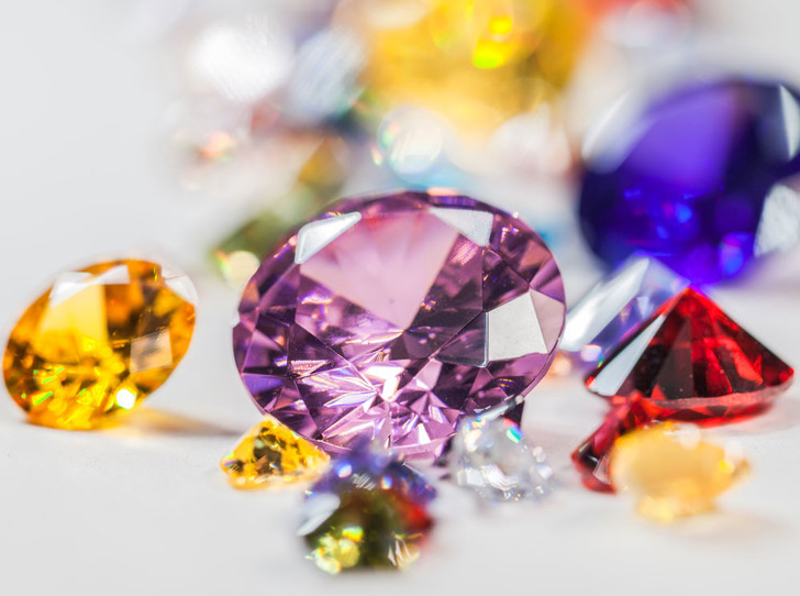 Фото №1 - Цветные бриллианты: почему все сходят по ним с ума