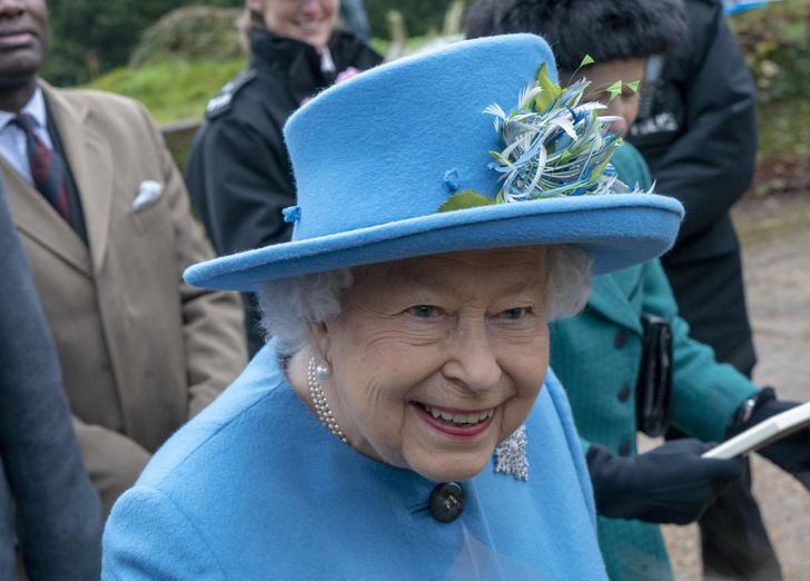 Фото №1 - Съежилась и постарела: свежее фото Елизаветы после отречения принца Гарри