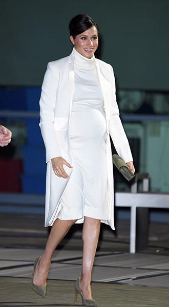 Фото №8 - Почему герцогиня Меган не отказывается от шпилек во время беременности